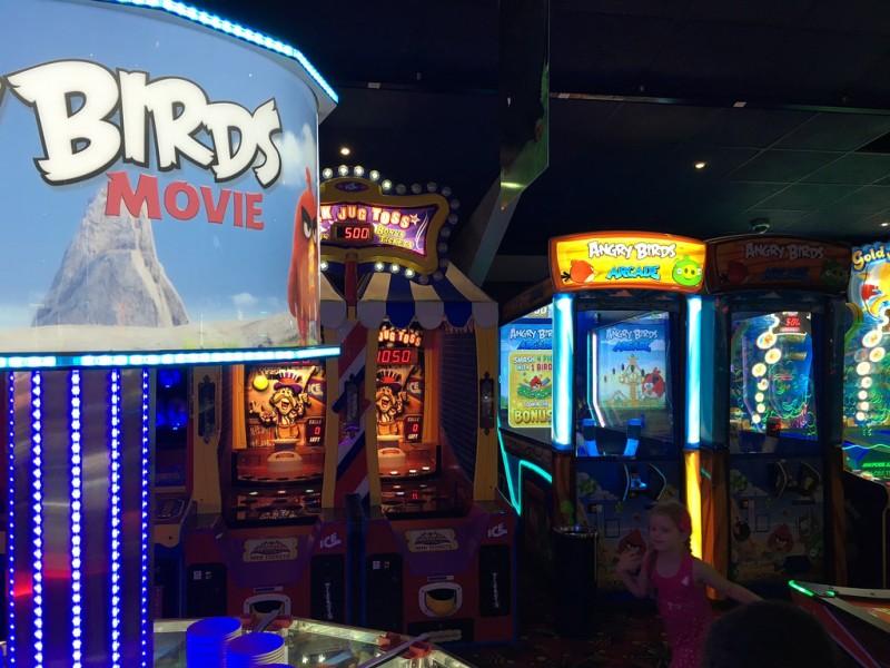 Angry Birds™ Arcade, SEGA/ICE, США